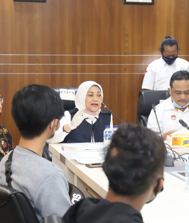 """Menaker Ida Fauziyah Sambut 9 ABK yang Sempat Jadi """"Budak """" di Kapal Ikan China"""