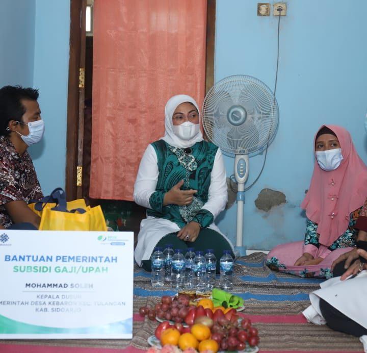 Sambangi Rumah Pekerja Berupah Rendah,Menaker Ida Fauziyah: Perangkat Desa dan Pekerja Borongan Bisa Terima Bantuan Subsidi Upah